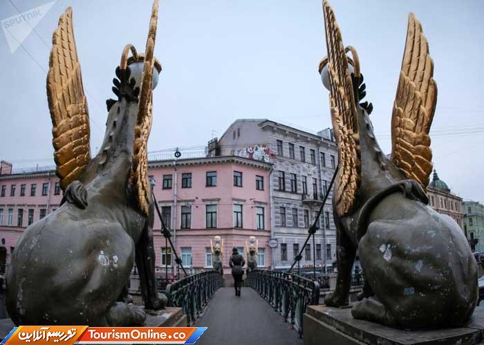 پل بر روی کانال «بانکی» در سن پیترزبورگ