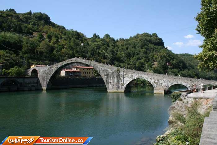 پل رودخانه ای ایتالیا -Borgo a Mozzano