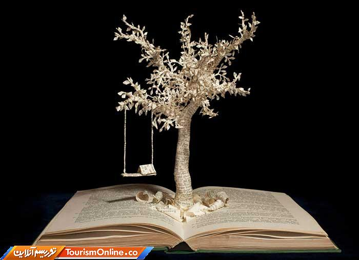 حکاکی روی کتابها