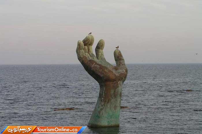 مجسمه دستها
