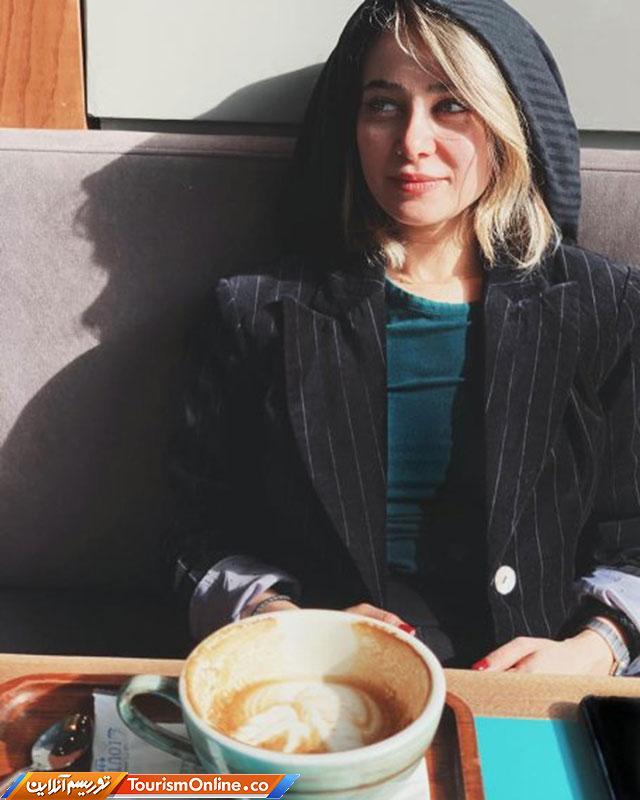 الناز حبیبی در کافه